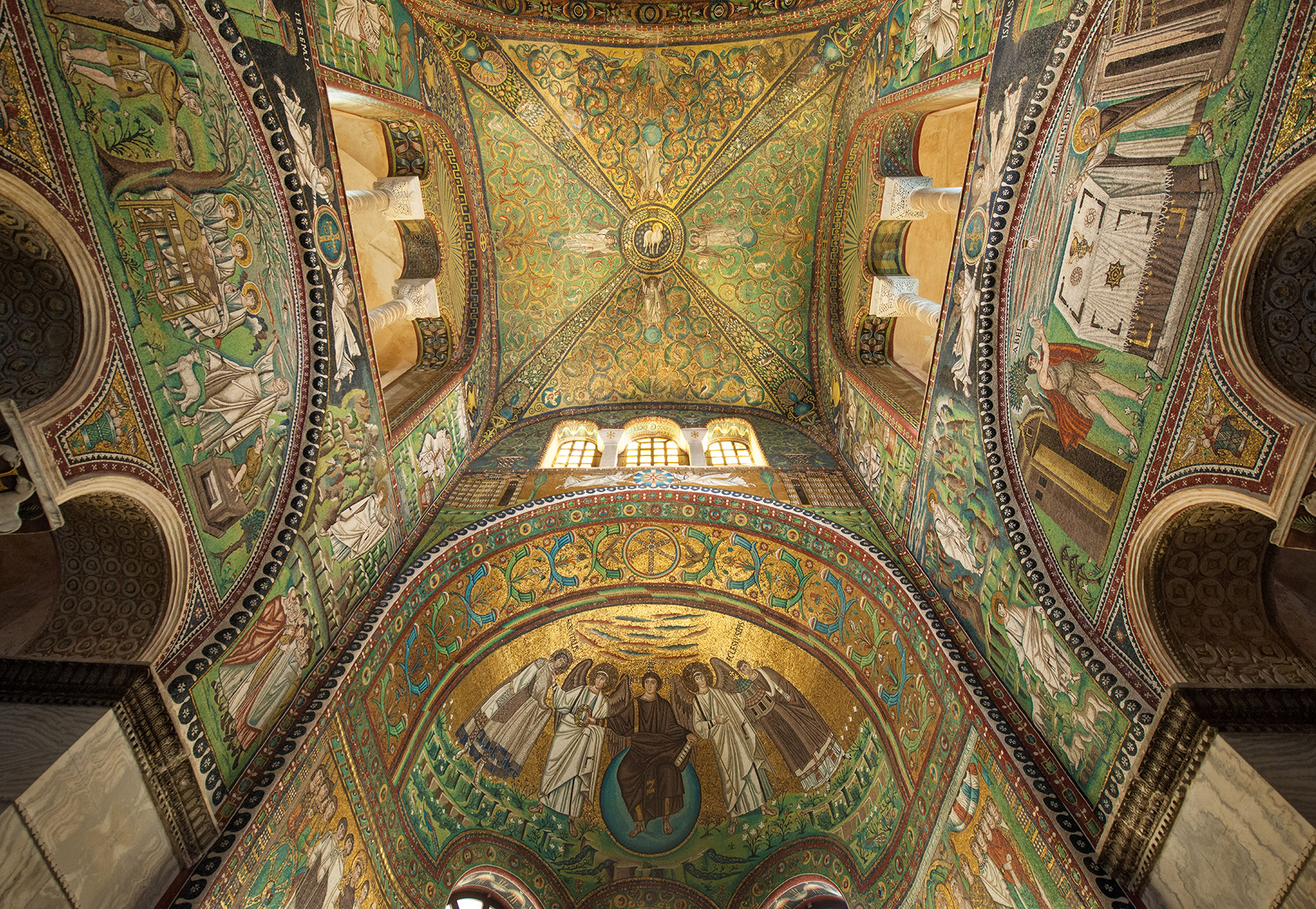 Ravenna is one of the most beautiful city in Italy and Cinzia Fabbri is your personal guide